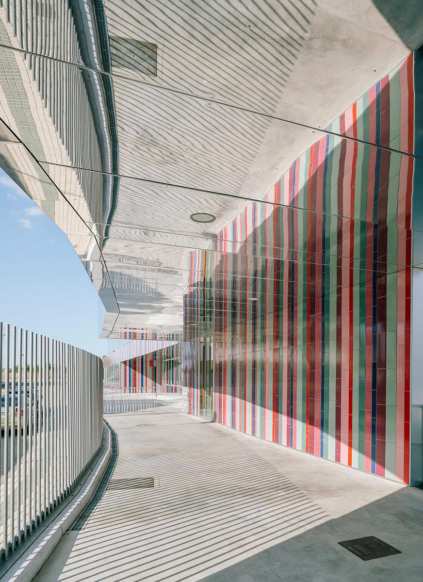 11-colegio-casi-invisible-ablm-arquitectos-foto-miguel-de-guzman