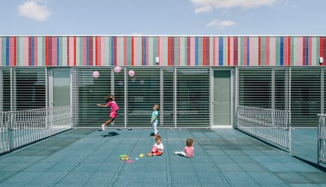 15-colegio-casi-invisible-ablm-arquitectos-foto-miguel-de-guzman