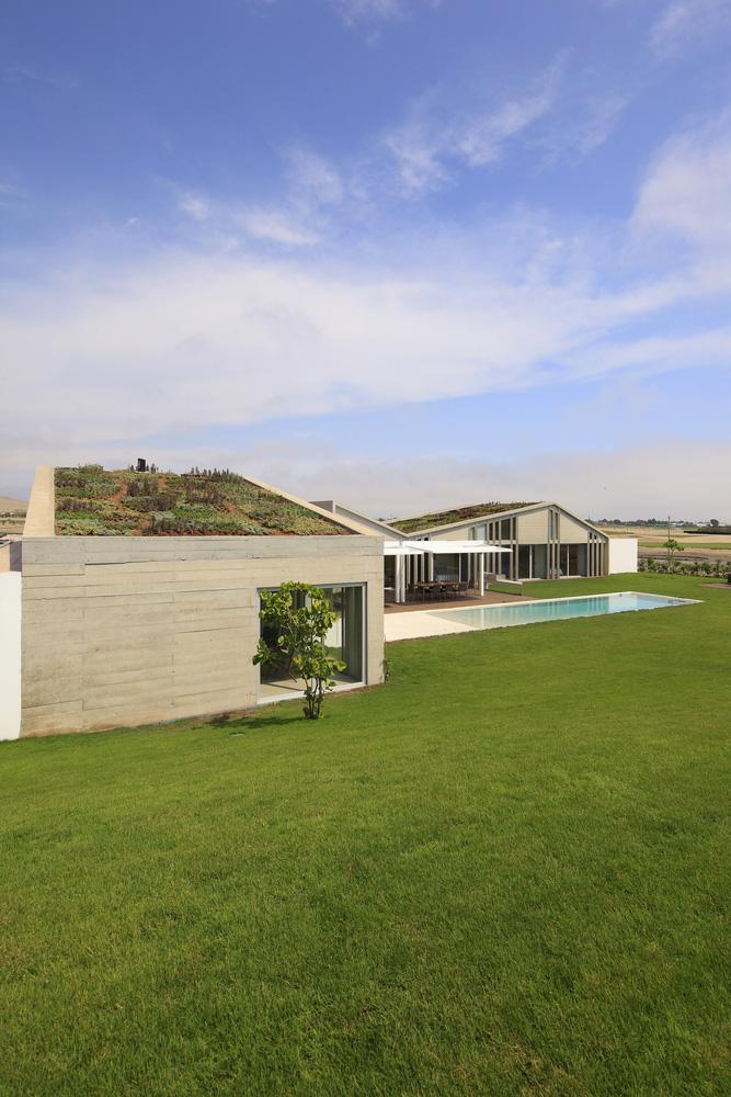 06-casa-mw-por-riofriorofrigo-arquitectos-foto-juan-solano-ojasi