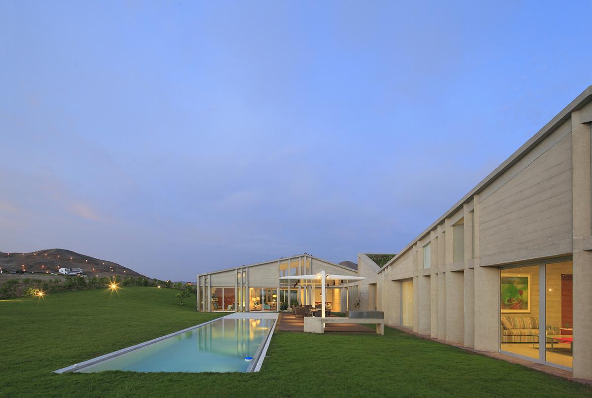 08-casa-mw-por-riofriorofrigo-arquitectos-foto-juan-solano-ojasi