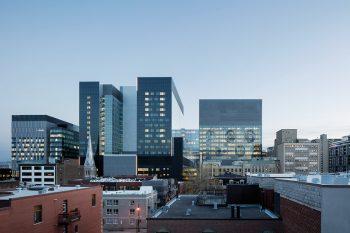 01-centro-hospitalario-la-universidad-montreal-cannon-design-neuf-architectes