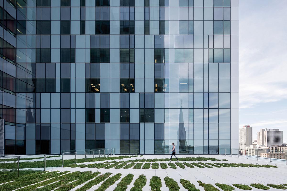 02-centro-hospitalario-la-universidad-montreal-cannon-design-neuf-architectes