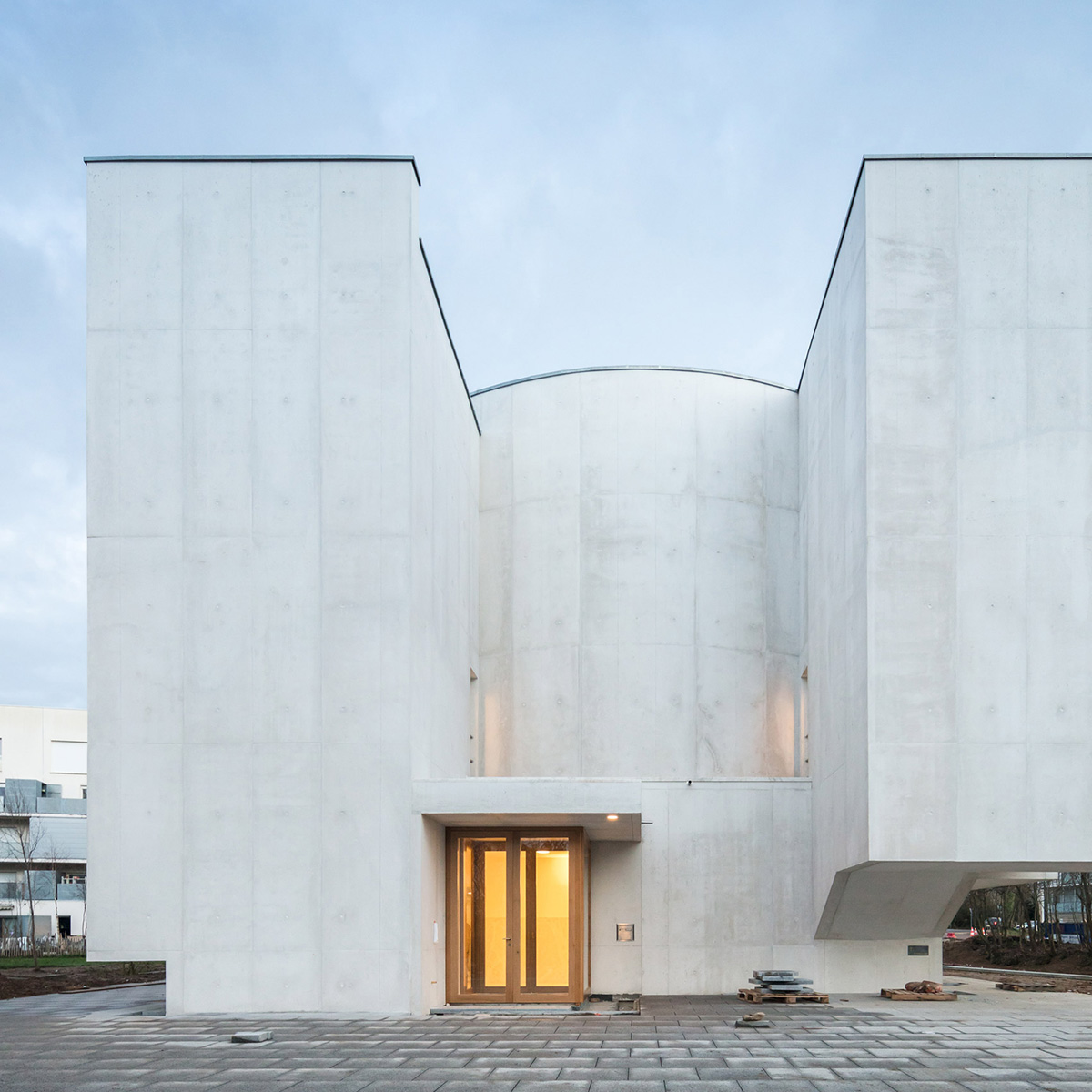 02-iglesia-saint-jacques-la-lande-alvaro-siza-vieira-foto-joao-morgado