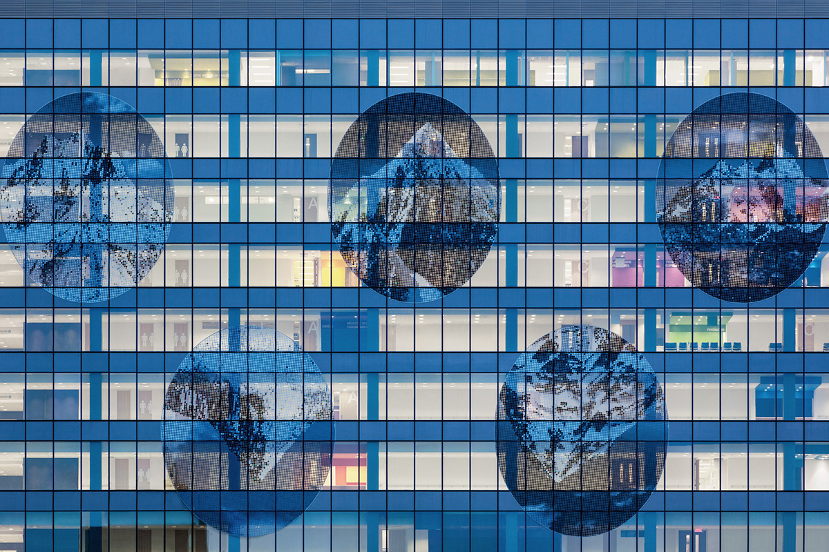 04-centro-hospitalario-la-universidad-montreal-cannon-design-neuf-architectes