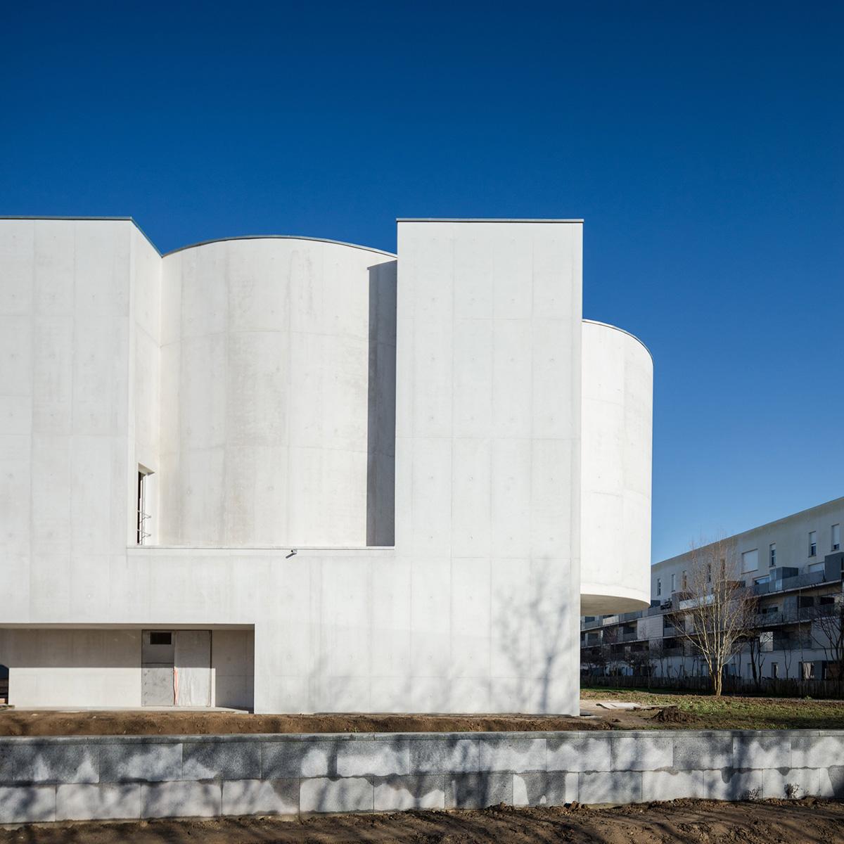 06-iglesia-saint-jacques-la-lande-alvaro-siza-vieira-foto-joao-morgado