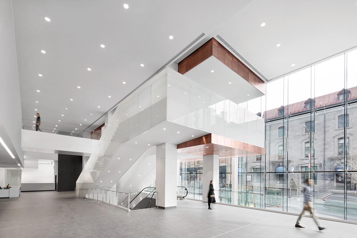 07-centro-hospitalario-la-universidad-montreal-cannon-design-neuf-architectes