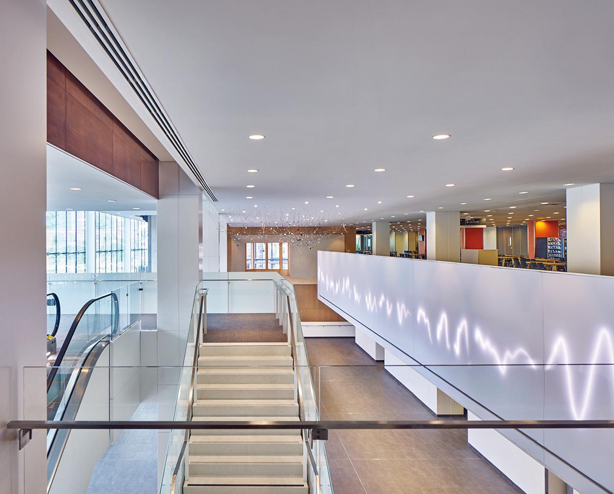 08-centro-hospitalario-la-universidad-montreal-cannon-design-neuf-architectes