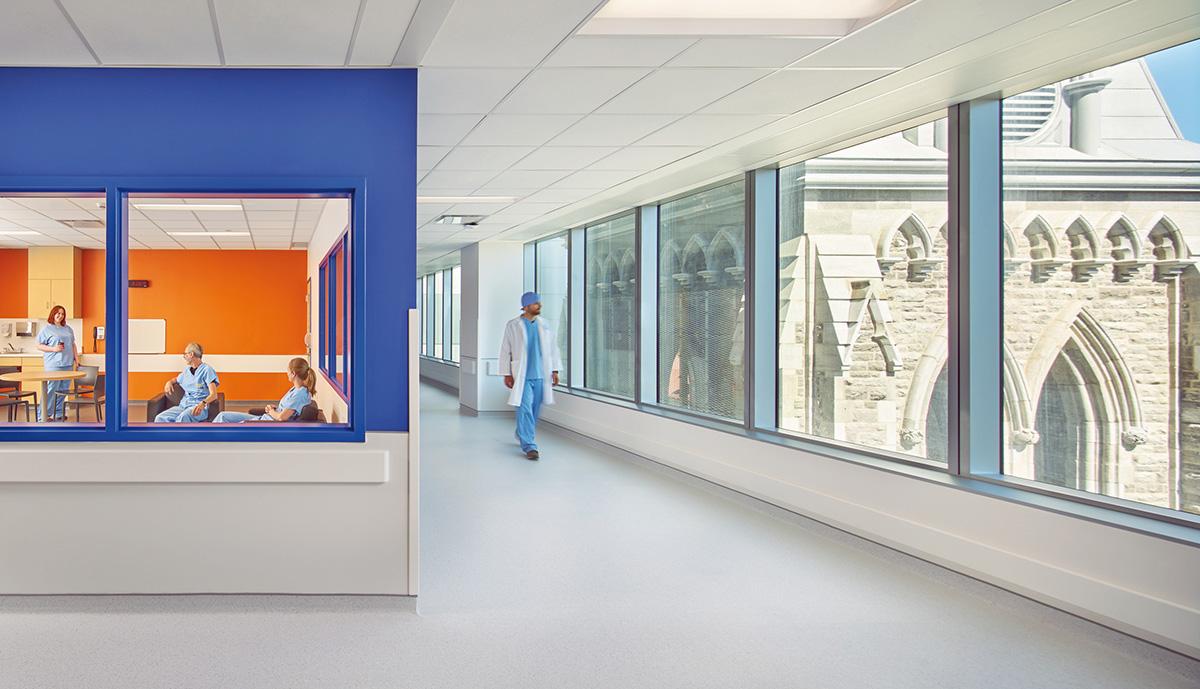 09-centro-hospitalario-la-universidad-montreal-cannon-design-neuf-architectes