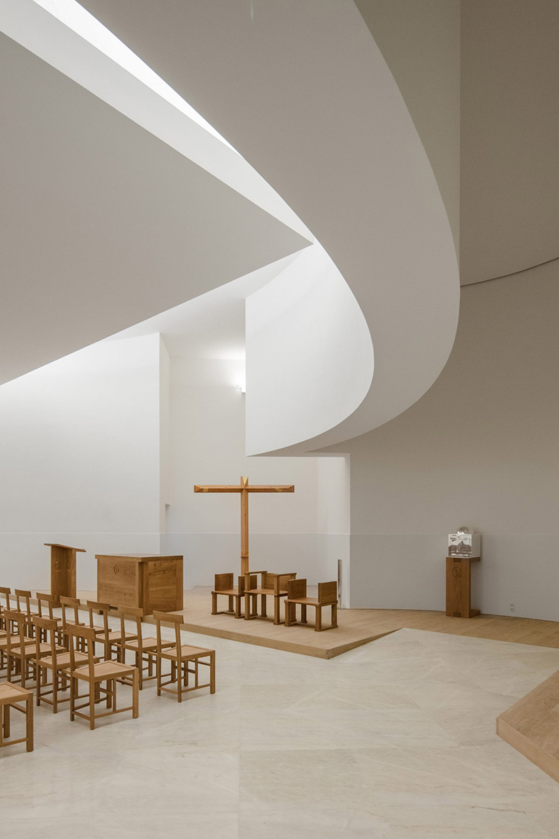 09-iglesia-saint-jacques-la-lande-alvaro-siza-vieira-foto-joao-morgado