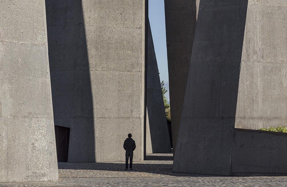 06-arquitectura-chilena-memorial-27f-juan-agustin-soza-ricardo-atanacio-foto-marcos-mendizabal