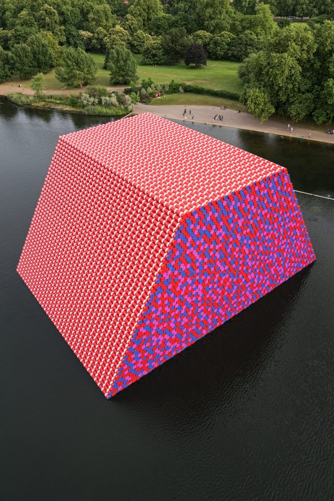 christo-the-london-mastaba-wolfgangvolz-1