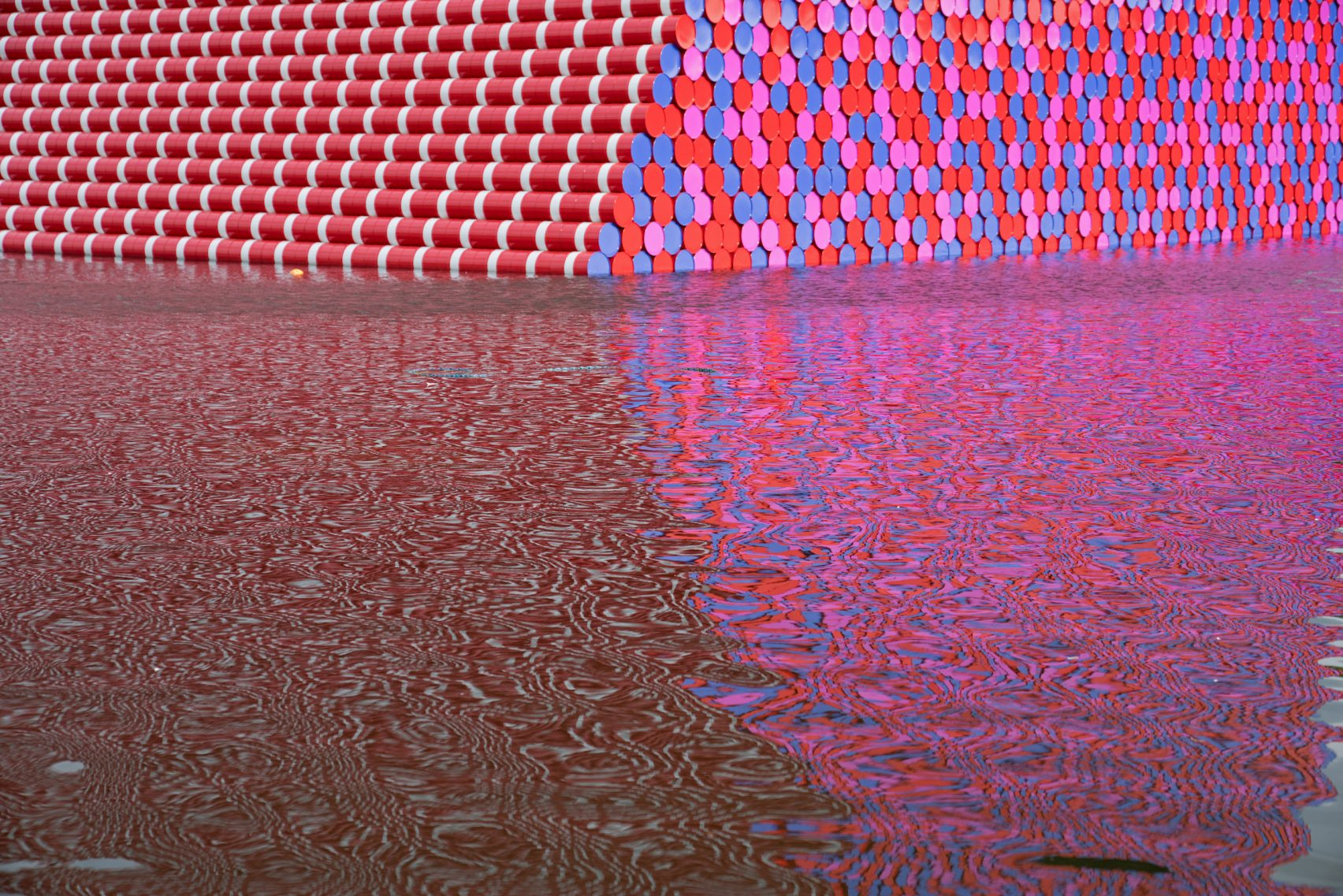 christo-the-london-mastaba-wolfgangvolz-2