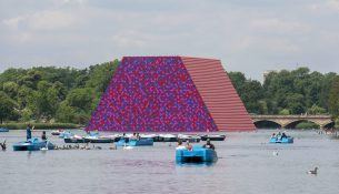 christo-the-london-mastaba-wolfgangvolz-4