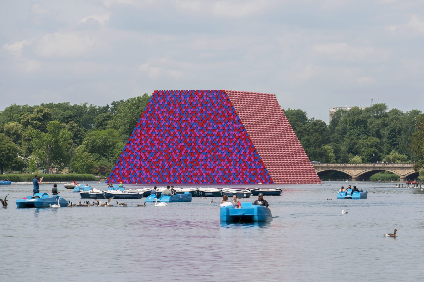 The London Mastaba por Christo
