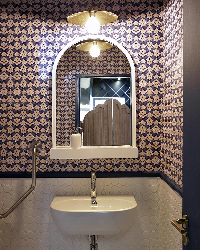 12-bathroom-swan-cafe-interior-design-by-haldane-martin-photo-by-micky-hoyle_42708608841_o