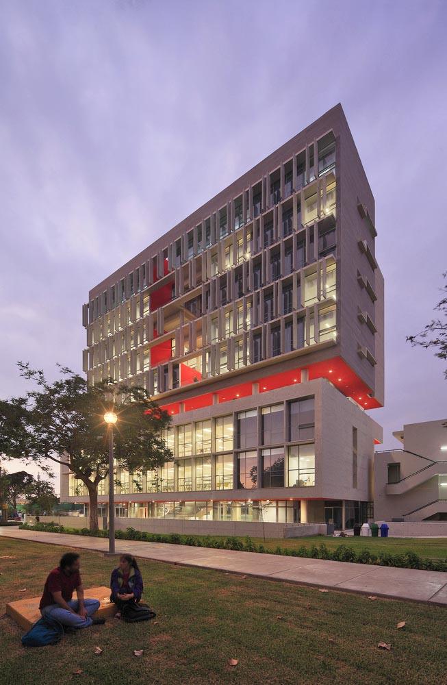 Complejo-Academico-PUCP-Tadem-Arquitectura-juan-solano-ojasi-02