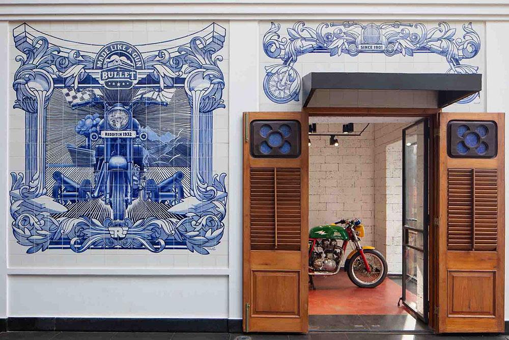 royal-enfield-garage-cafe-Studio-Lotus-AndreJ-Fanthome-01