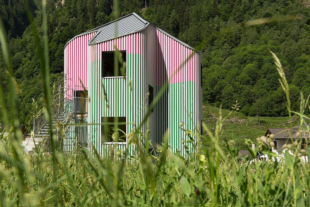 Swiss House XXXII por Davide Macullo y Daniel Buren
