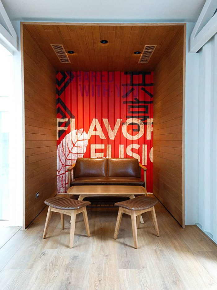 Taiwan_Shipping_Container_Store_(2)