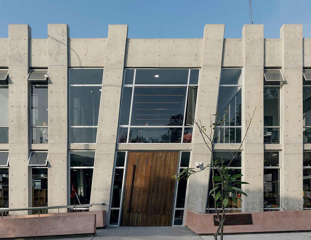 plaza-biblioteca-sur-gonzalez-moix-arquitectura-Ramiro-Del-Carpio-04