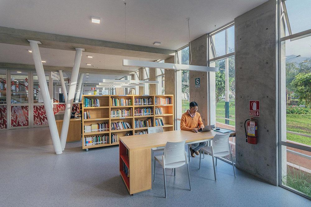 plaza-biblioteca-sur-gonzalez-moix-arquitectura-Ramiro-Del-Carpio-05