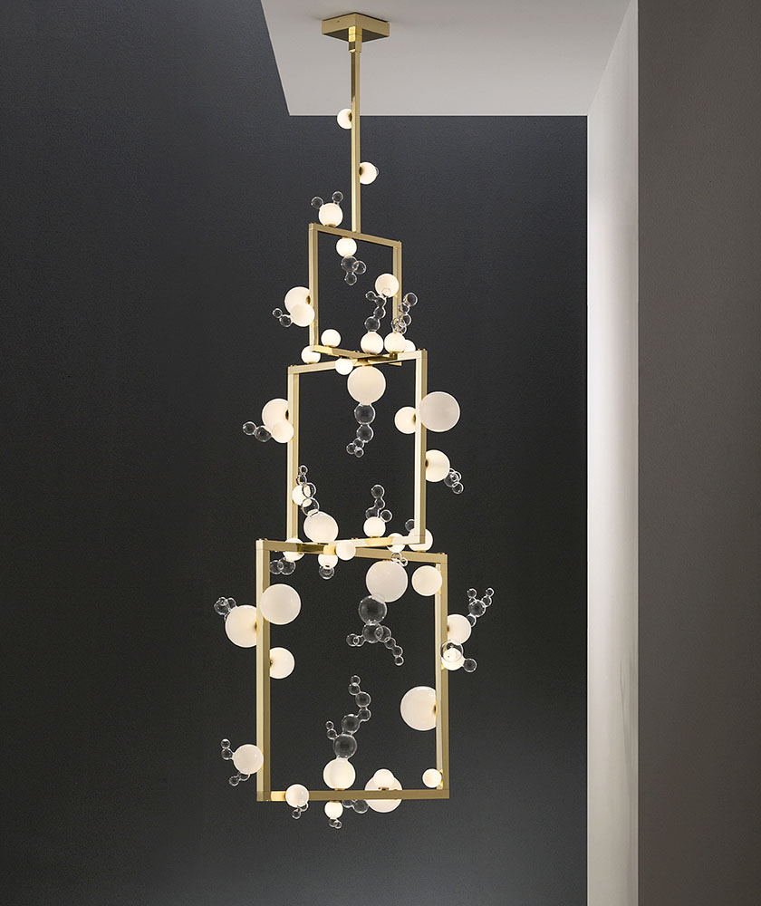 Simone Crestani - Bollicine chandelier three tiers - 100x80 h. 230 cm - Borosilicate glass, brass, led lights - ph. Alberto Parise-L