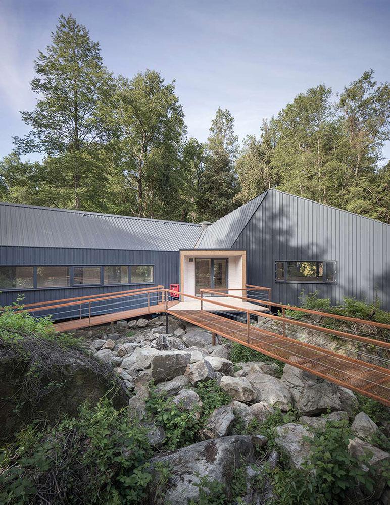 casa-sobre-las-rocas-sgh-arquitectos-nicolas-sanchez-02