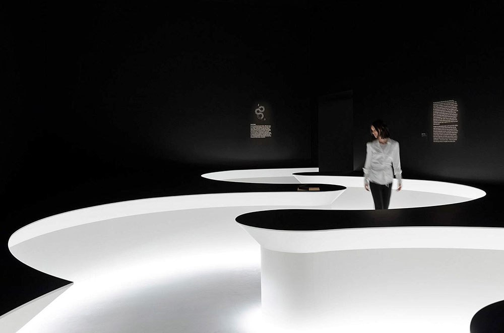 Between Two Worlds por Nendo