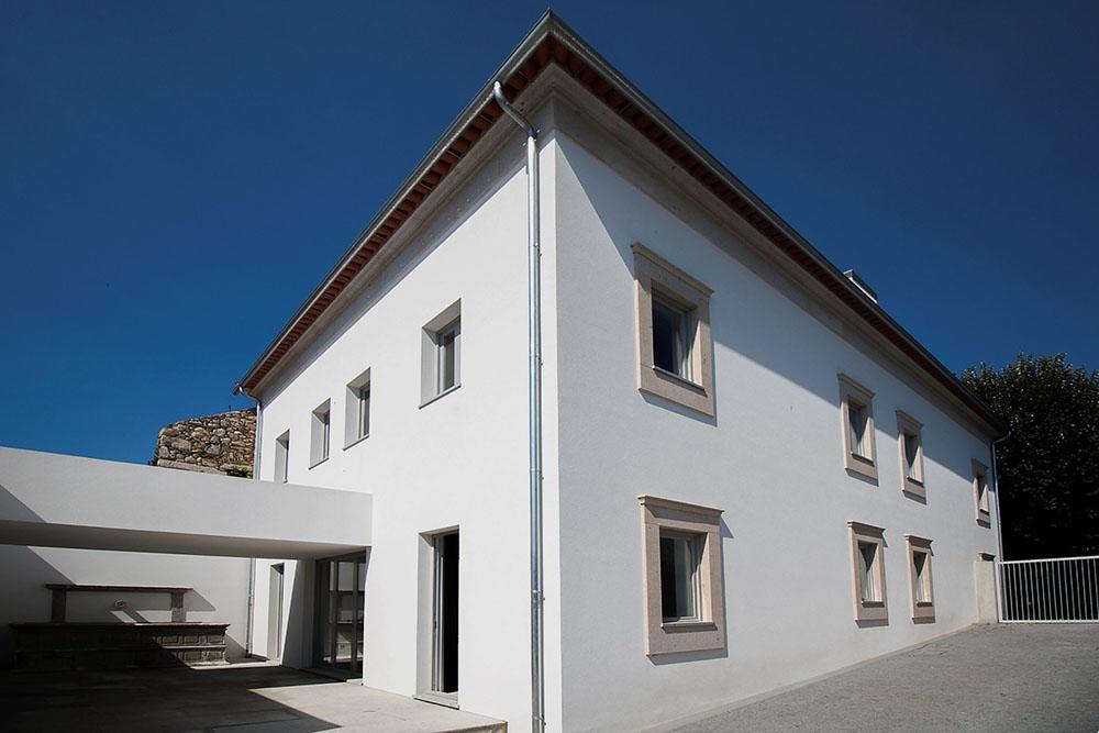 Edifício-Conde-Da-Carreira-by-Valdemar-Coutinho-Arquitectos-01