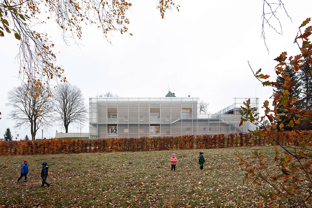 nova-ruda-kindergarten-stolin-architects-alex-shoots-buildings-02