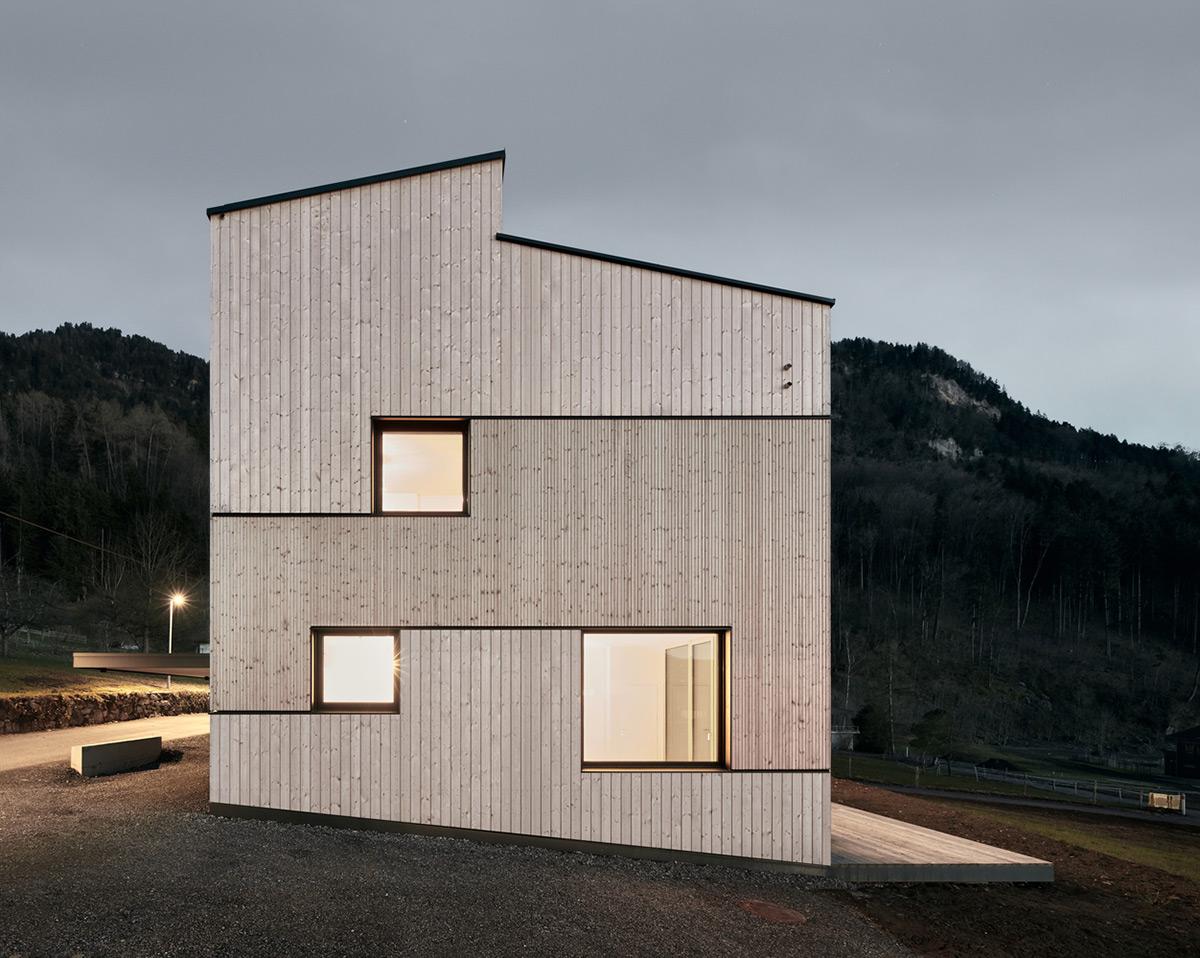 Semi-Detached-House-Hillside-MWArchitekten-03