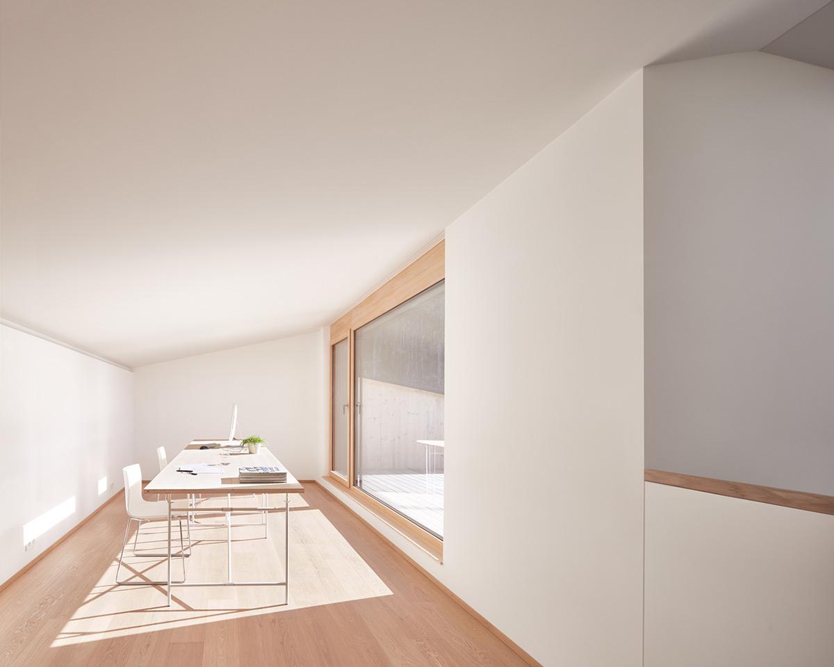 Semi-Detached-House-Hillside-MWArchitekten-06
