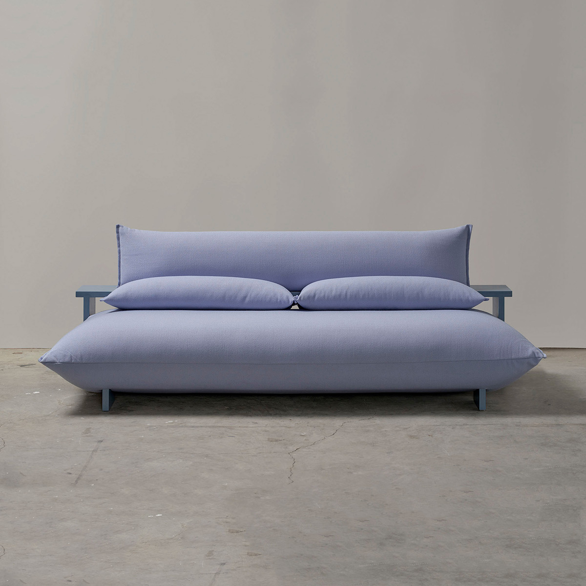 Press-Sofa-Studio-Truly-Truly-01