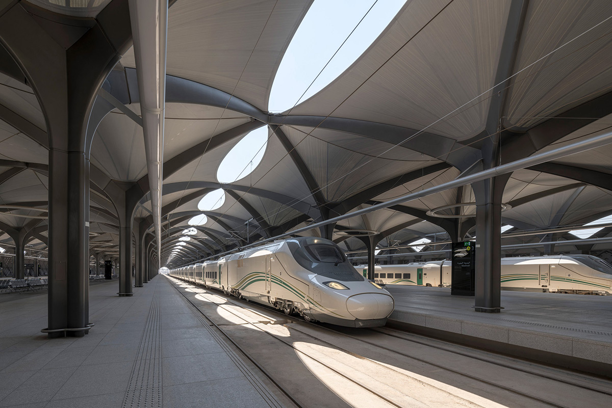 Railway-Stations-Foster-Partners-Nigel-Young-03