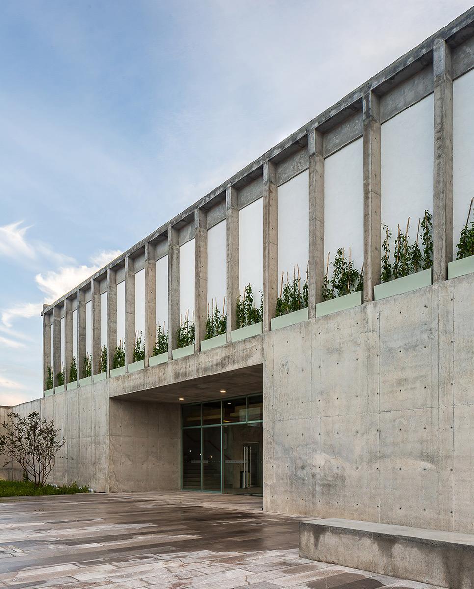 Escuela-Bancaria-Comercial-Ignacio-Urquiza-Bernardo-Quinzanos-Centro-Colaboracion-Arquitectonica-03
