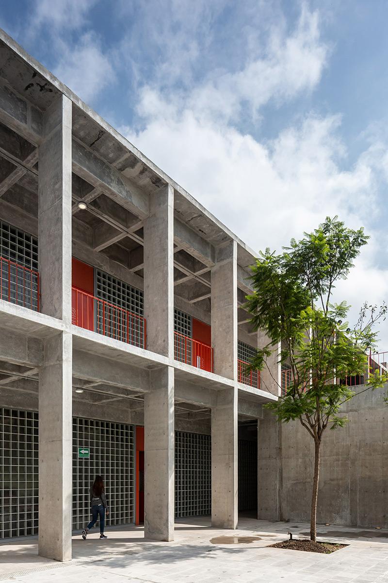 Escuela-Bancaria-Comercial-Ignacio-Urquiza-Bernardo-Quinzanos-Centro-Colaboracion-Arquitectonica-05