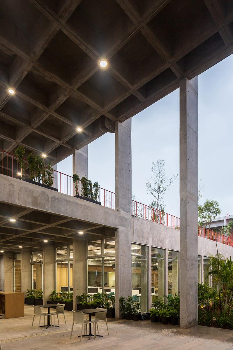 Escuela-Bancaria-Comercial-Ignacio-Urquiza-Bernardo-Quinzanos-Centro-Colaboracion-Arquitectonica-07
