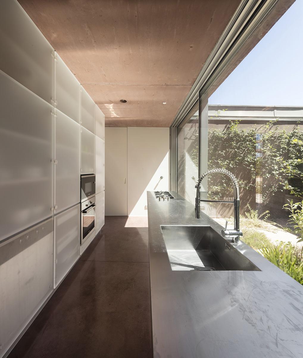 Twin-Houses-extrastudio-Fernando-Guerra-04