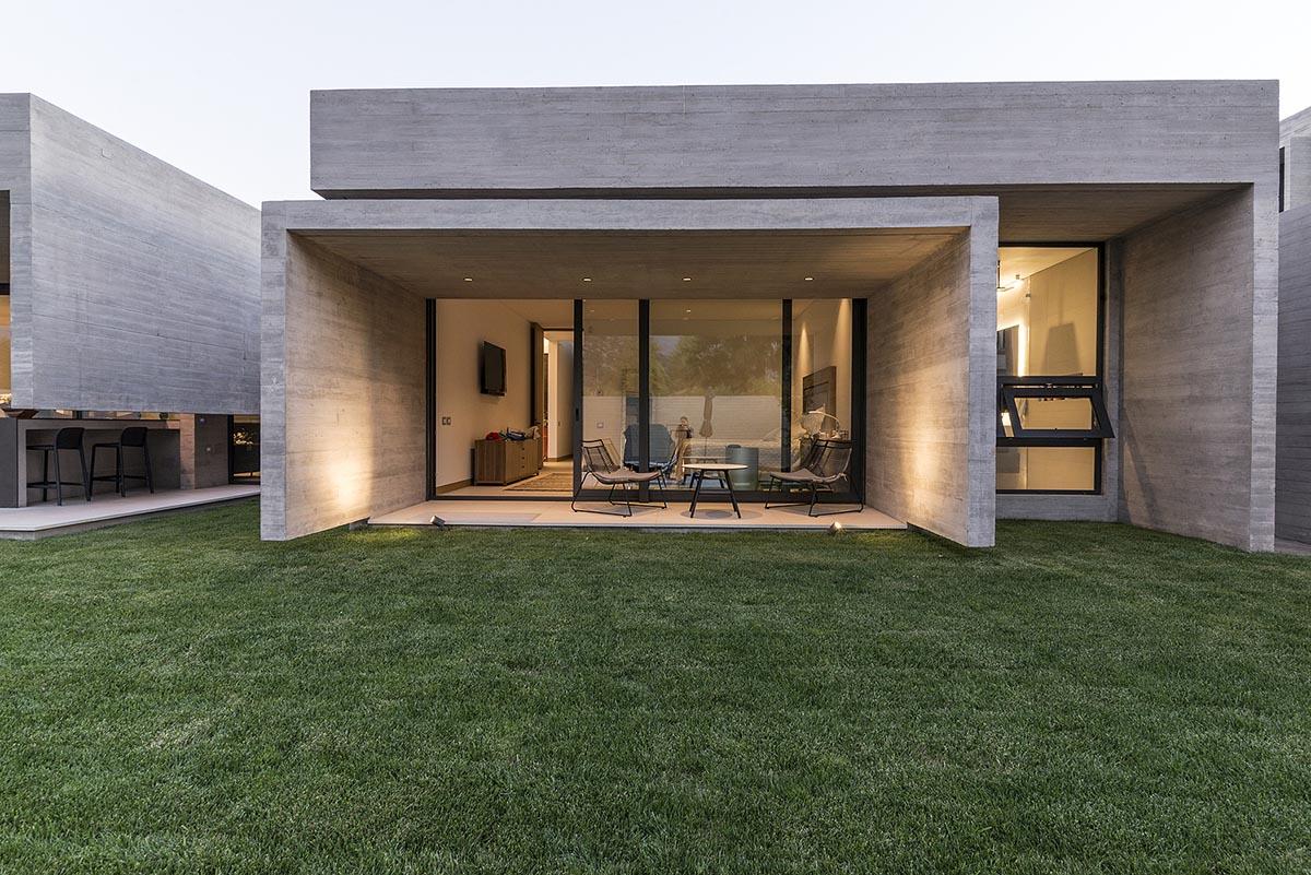Casa-U-Andres-Fuenzalida-Arquitectos-Denise-Heirman-01