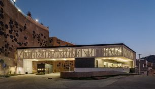 Centro-Comunitario-Moncayo-Iconico-Onnis-Luque-04