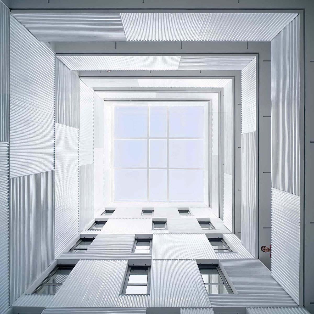 Edificio-73-viviendas-alquiler-Munoz-Miranda-Architects-03