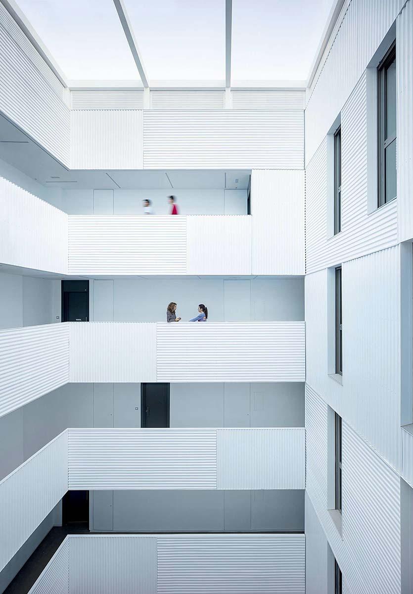 Edificio-73-viviendas-alquiler-Munoz-Miranda-Architects-04