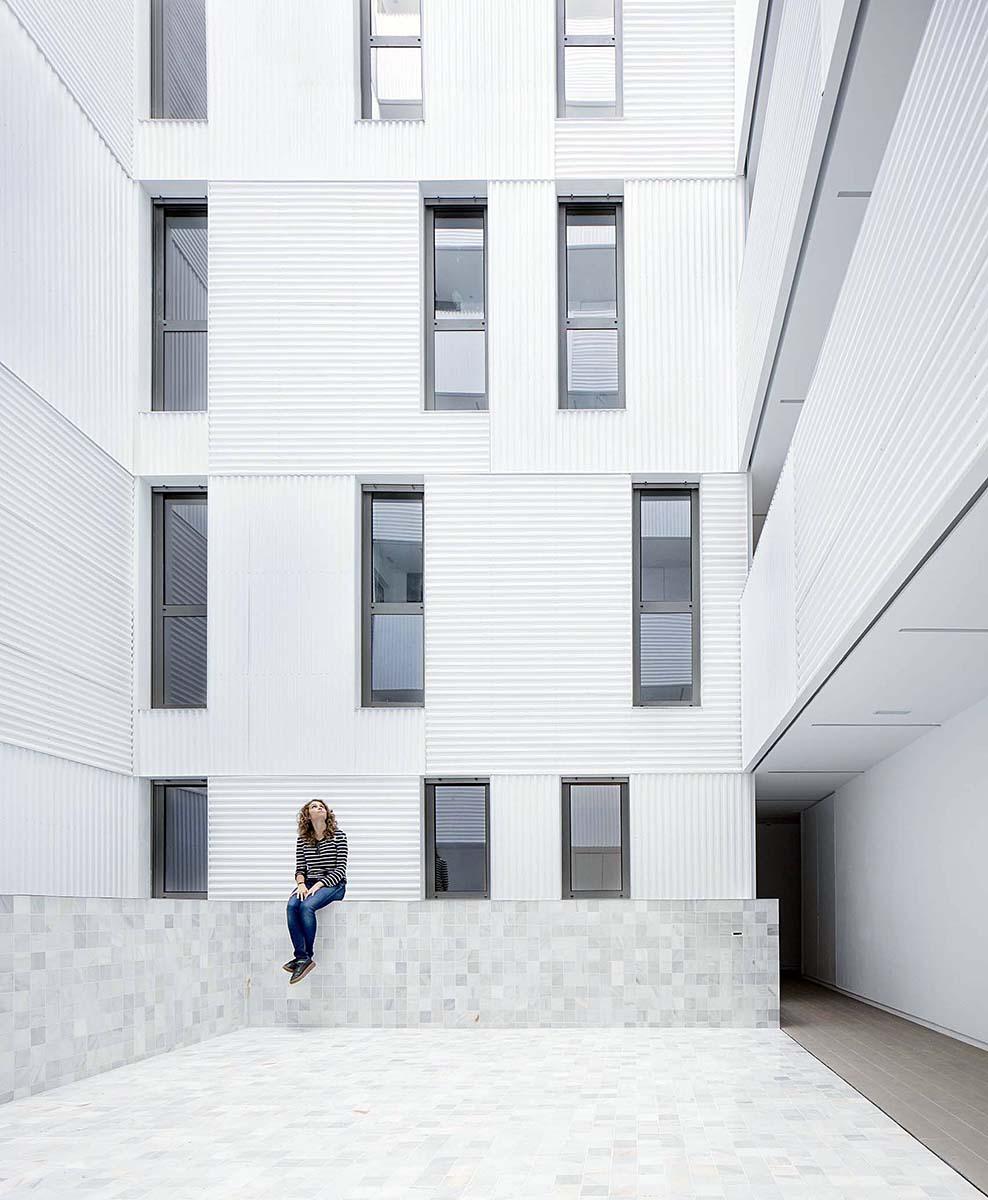 Edificio-73-viviendas-alquiler-Munoz-Miranda-Architects-07