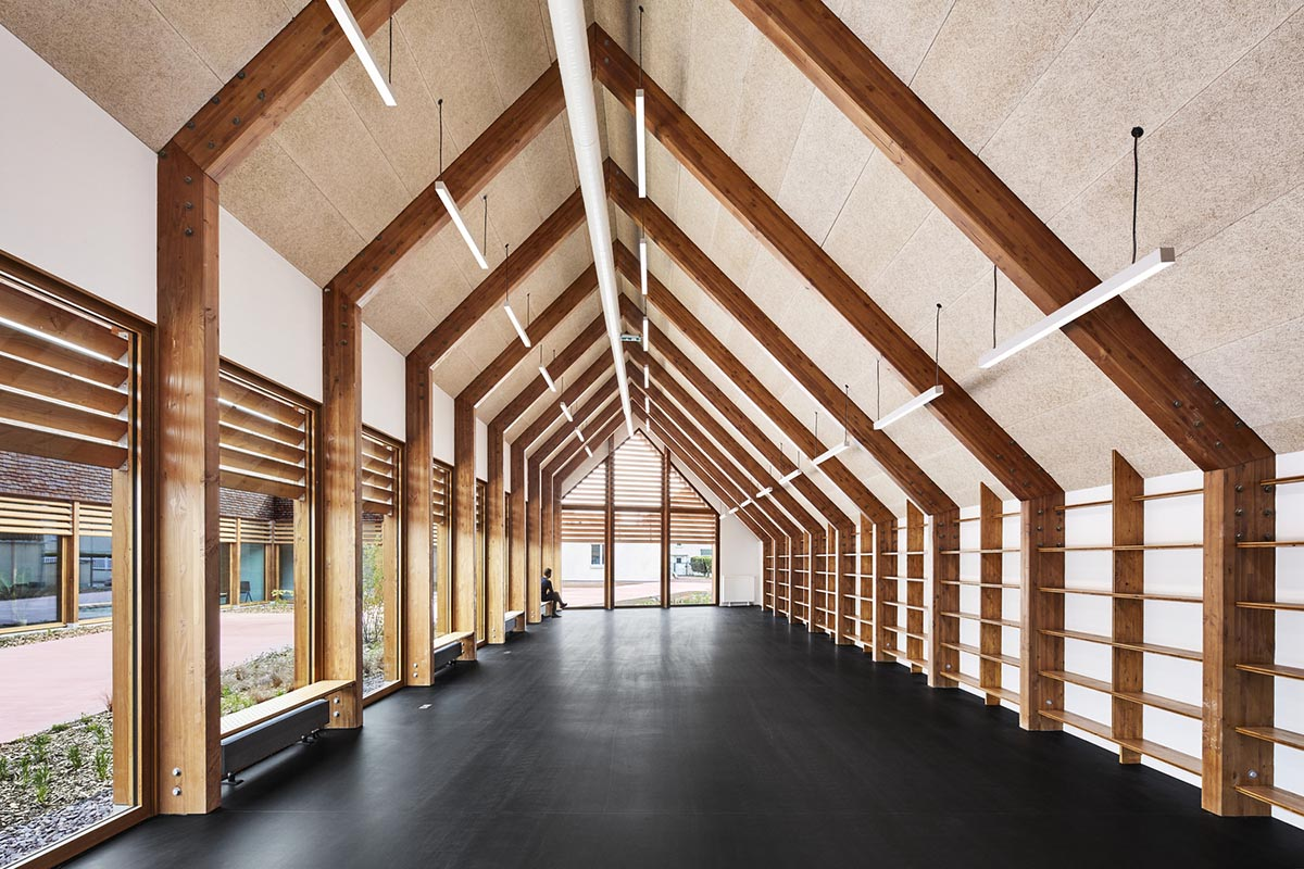 Gonzague-Saint-Bris-Social-Cultural-Center-Lemoal-Lemoal-Architects-05