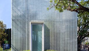 The-Glass-Fortress-Archismith-Architects-Spaceshift-Studio-01