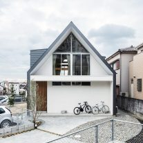 House-Tsukawaki-Horibe-Associates-01