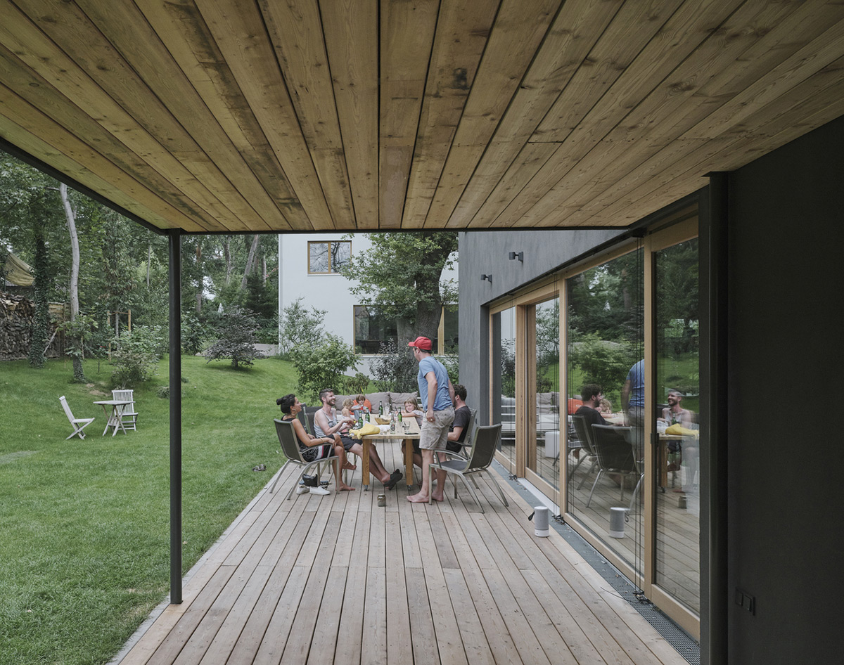 Black-House-HGA-Henning-Grahn-Architektur-Marc-Flick-Architekt-Christian-Stock-02