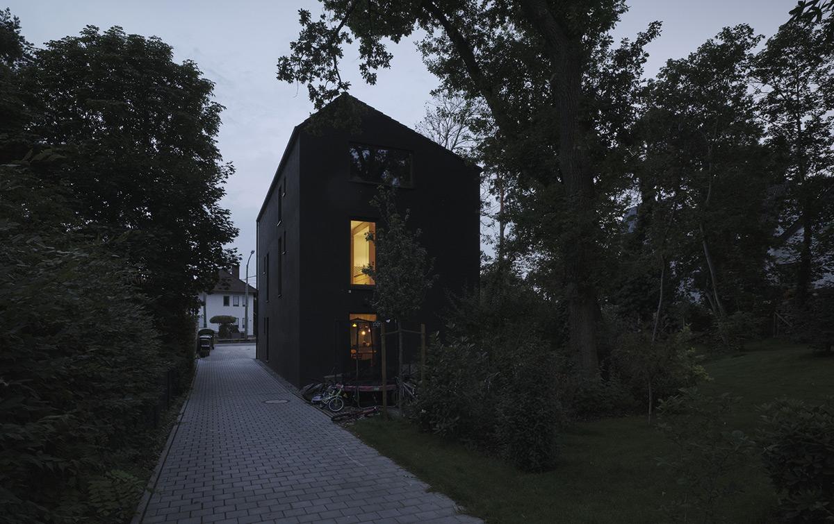 Black-House-HGA-Henning-Grahn-Architektur-Marc-Flick-Architekt-Christian-Stock-03