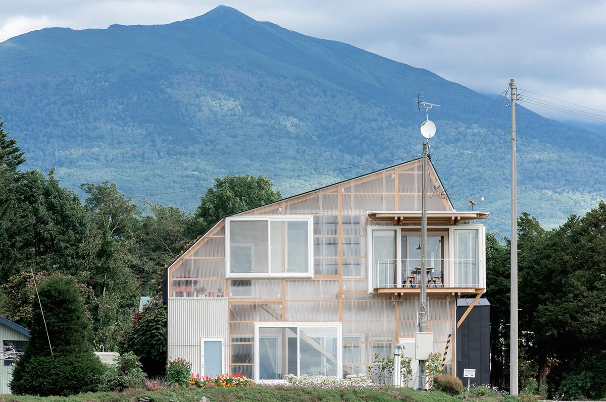 The-Deformed-Roof-House-Yoshichika-Takagi-associates-Ikuya-Sasaki-01