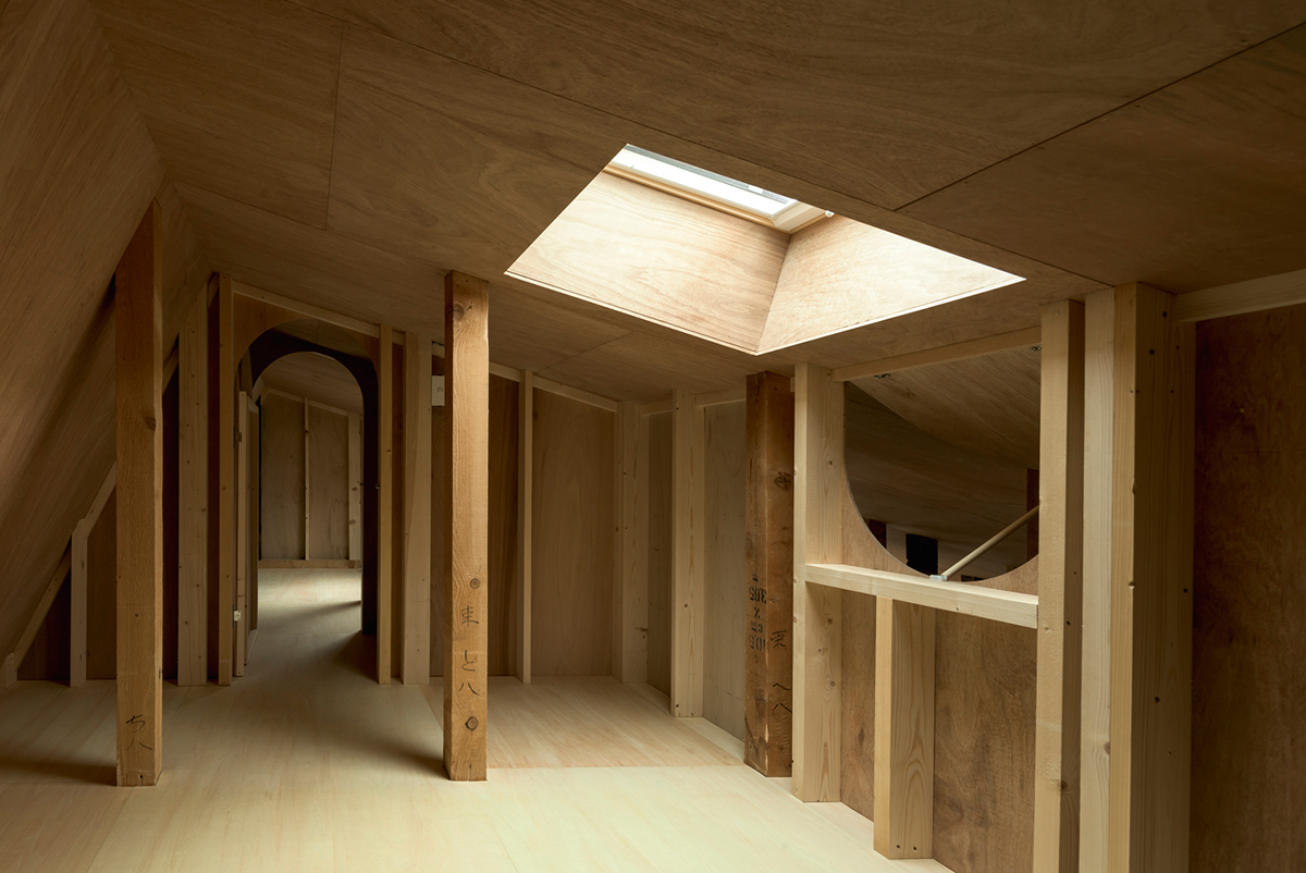 The-Deformed-Roof-House-Yoshichika-Takagi-associates-Ikuya-Sasaki-04